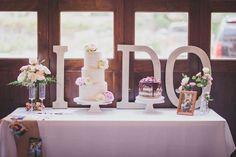 Wedding cake table decorations - Effortlessly Chic Houston Wedding in Pink – Wedding cake table decorations Wedding Cake Table Decorations, Wedding Cake Display, Diy Wedding Cake, Mod Wedding, Decoration Table, Wedding Table, Wedding Events, Plum Wedding, Wedding Reception