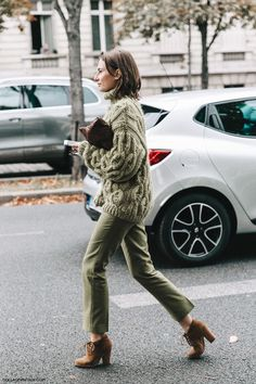 PFW SS 2016 Street Style | Monochromatic | Green Toned Khaki Trousers And Oversized Cabled Jumper | Photo: collagevintage.com