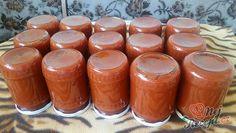 Paradajky už čoskoro nájdete aj vo svojej záhrade, preto si nechajte rezervu aj na prípravu domáceho kečupu. Paradajka patrí medzi najobľúbenejšiu zeleninu,.... Home Canning, Pesto Sauce, Easy Cake Recipes, Spice Mixes, Chutney, Zucchini, Spices, Food And Drink, Cooking Recipes