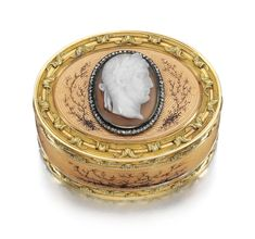 A FABERGÉ JEWELLED GOLD, ENAMEL AND AGATE BOX, WORKMASTER MICHAEL PERCHIN, ST PETERSBURG, 1895-1899    in 18th century Parisian taste, oval, the surface enamelled in translucent peach and painted with dendritic tendrils over engine-turnedreeding interspersed with pellets, the two-colour bandedgold borders chased with undulating acanthus leaves on sablé grounds, the lid set with an agate cameo, circa 1800,c