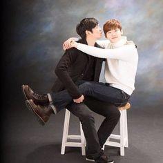"Lee Jong Suk se reunirá con Yoon Kyun Sang en televisión a través de ""Three Meals A Day"" Asian Actors, Korean Actors, Korean Men, Asian Celebrities, Kyun Sang, Lee Jung Suk, Yoo Gong, Yoo Ah In, Weightlifting Fairy Kim Bok Joo"