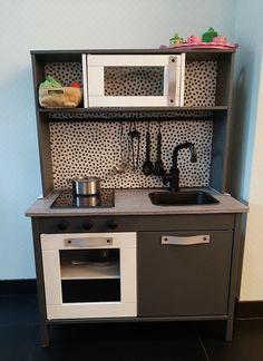 60 Kitchens with mirrors - beautiful photos - Home Fashion Trend Ikea Kids Kitchen, Diy Play Kitchen, Duktig, Mirror Plates, Narrow Kitchen, Minimalist Kitchen, Kitchen Flooring, Diy For Kids, Sweet Home
