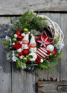 Wianek świąteczny z bałwankami w czapkach i szalikach-wianki świąteczne,Święta,Boże Narodzenie