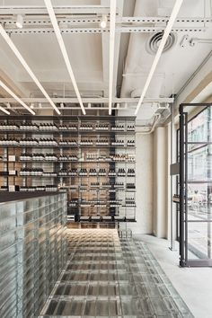 Australian architecture firm March Studio has created a striking store design for skin, hair and body care label Aesop Hong Kong. Design Websites, Interior Architecture, Australian Architecture, Interior Design, Aesop Shop, Hongkong, Glass Brick, Retail Interior, Crystals