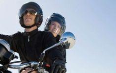 Motociclistas deberán usar casco acorde con normas internacionales