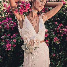 Fashion | Atelieria Bridal & Wedding fica em  Itajai, Santa Catarina, e trabalha com vestidos e acessórios para noivas e festas. Criada pelas estilistas  e irmãs Xu e Karen Tognato (que já trabalhou na Les Filos e Lita Mortari), a @atelieria usa a técnica do moulage, moldando o tecido do vestido no próprio corpo da noiva.  #vestidodenoiva #weddingdress #noiva #bride #casamento #wedding#icasei#instabride