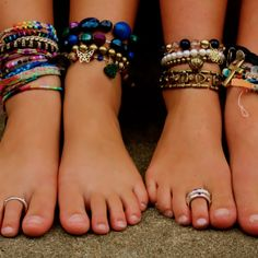 Nice looking feet- no painted toe nails, a little jewelry for accent-- very natural- very nice