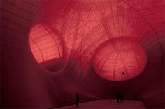 Leviathan (P.C installation at Grand Palais in Paris, - by Bombay born, London based artist Anish Kapoor. You can walk inside the artwork. Wind Sculptures, Sculpture Art, Famous Contemporary Artists, Anish Kapoor, Cardboard Sculpture, London Art, Light Art, Public Art, Installation Art