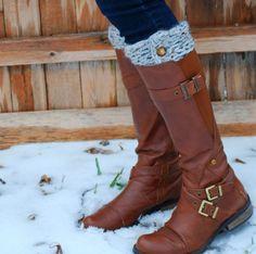 Arm Knitting: The Needle-free Knitting Trend!  http://www.thekurtzcorner.com/2013/12/diy-finger-knitting-30-minute-boot-cuffs.html