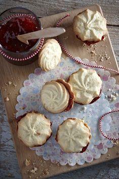 10 συνταγές για τα πιο τέλεια μπισκότα και κουλούρια #μπισκότα Greek Cookies, Bread Art, Pastry Art, Greek Recipes, Biscuits, Muffin, Sweets, Cooking, Food