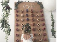 Τοίχος από ντόνατς: Η νέα τάση για γάμο & βάφτιση