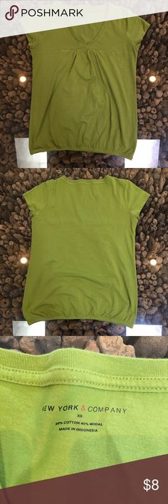 💚3 for $15💚 Elastic waist tee. 🎁MIX/MATCH🎁 💚3 for $15💚 Elastic waist tee. 🎁MIX/MATCH🎁 NY & Co - Quarter sleeve tee. MIX & MATCH🎁 100% cotton.  This top can be MIXED with the cotton maxi skirts in my closet.  Look for this symbol 🎁 New York & Company Tops Tees - Short Sleeve