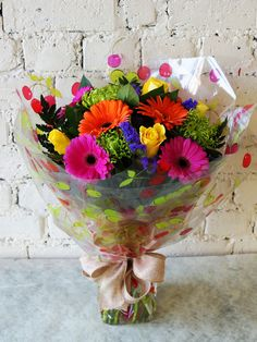A lovely vibrant hand tied bouquet we sent out today, we liked it so much that we have decided to include it in our Mother's Day range on our website. What do you all think? #reidsflorists #mothersday #vibrantflowers