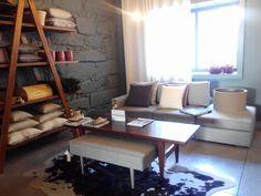 Almofadas, sofás e cortinas. Madeiras, móveis e cerâmicas no #mercadoloftstore #porto #umseisum #sofá #sofa #almofadas #almofada #pillow #pontilinha #cortina #cortinas #patterns #shapes #wood #identity #identidadevisual #design #home #decor #decoratore #madeira #caixa #caixademadeira #vasos #decoração #plantas #banquta #tecidos #textil