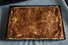 Chäswähe - our go to Swiss cheese quiche recipe Swiss Cheese Quiche Recipe, Cheese Tarts, Vegetarian Main Meals, Swiss Fondue, Swiss Recipes, Swiss Chocolate, Quiche Recipes, Foods With Gluten, Healthy Options