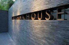 Graphic Exterior Title. Hotel Signage, Wayfinding Signage, Signage Design, Exterior House Colors, Exterior Paint, Exterior Design, Cottage Exterior, Boundry Wall, Signage Light