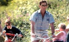 May Credit: Rex Features/NWI The Prince opts for classic chino shorts and a plaid shirt, while the oversized sunnies make an appearance again in 1991 during some family down time on the Isles of Scilly. It's a look that says 'Dad on holiday' Prince Charles And Camilla, Prince Henry, Prince Of Wales, Prince William, British Monarchy History, British History, London Mens Fashion, Princess Diana Rare, St James's Palace