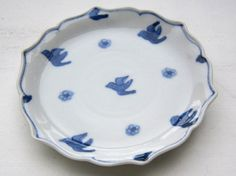 Kiki-gama (Izumi Nakamachi) bird plate Pie Dish, Cool Designs, Chinese, Blue And White, Asian, Japanese, Plates, Dishes, Bird