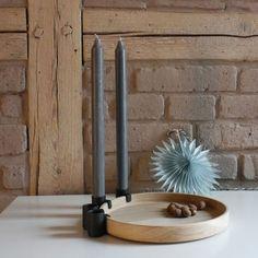 Elegante Design-Schale LUNA von applicata mit rundem Eichenholz-Tablett und abnehmbaren Kerzenhaltern aus Metall zur individuellen Dekoration