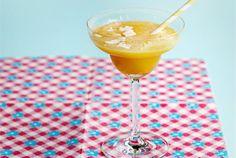 Appelsiini-mango fruitie ✦ Täyteläinen fruitie on viilentävä kesäjuoma. Halutessasi voit terästää sen makua lisäämällä joukkoon kookoslikööriä. http://www.valio.fi/reseptit/appelsiini-mango-fruitie/