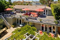 Discover a haven with European-style gardens under the California sun at Seaward Paradise. Taking inspiration from Old World country estates and New World farmhouses, this three-bedroom Orange County vacation rental charms with its cozy living spaces, well-appointed terraces and beautifully landscaped grounds.