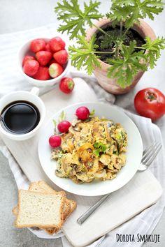 Jajecznica z pieczarkami Scrambled Eggs With Mushrooms #ScrambledEggs #Mushrooms #breakfast Risotto, Ethnic Recipes, Food, Essen, Meals, Yemek, Eten