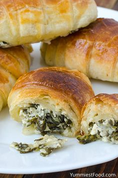 Cheesy Spinach Crescents - Recipe from Yummiest Food Cookbook Recipes Using Crescent Rolls, Crescent Roll Recipes, Spinach Rolls, Spinach And Cheese, Cooking Recipes, Healthy Recipes, Yummy Recipes, Healthy Food, Healthy Eating