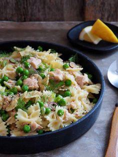 Pastasalat med tunfisk, erter og annet grønt