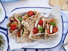This Muslim Girl Bakes: Chicken Pittas with Spicy Garlic Sauce.