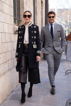 Olivia Palermo and her husband, Johannes Huebl, at Dior. The Best Street Style From Paris Couture Fashion Week Estilo Olivia Palermo, Olivia Palermo Lookbook, Olivia Palermo Style, Fashion Couple, Love Fashion, Winter Fashion, Fashion Trends, Style Fashion, Monica Bellucci