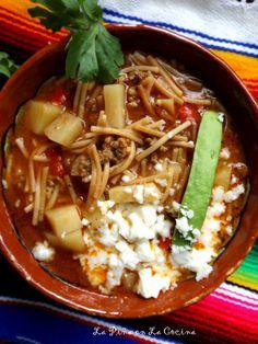 Sopa de Fideo con Carne y Papa(Beef and Pasta Soup) Fideo con Carne(Beef and Pasta Soup) Mexican Soup Recipes, Mexican Dishes, Dinner Recipes, Mexican Sopa, Dinner Ideas, Gourmet Recipes, Cooking Recipes, Healthy Recipes, Kitchen Recipes