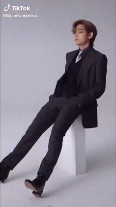 Bts Bangtan Boy, Bts Boys, Bts Jungkook, Bts Memes Hilarious, Bts Funny Videos, Kim Taehyung Funny, V Taehyung, Foto Bts, Die Beatles