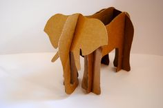 Animales de cartón « LA CARTONERIA Cardboard Box Crafts, Paper Mache Crafts, Cardboard Toys, Crafts To Make, Crafts For Kids, Lion King Costume, Wooden Animal Toys, Outdoor Games For Kids, Pin On