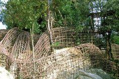 labyrinthe aérien des tunnels en bois de Josep Pujiula i Vila, à Argelaguer, Catalogne Espagne
