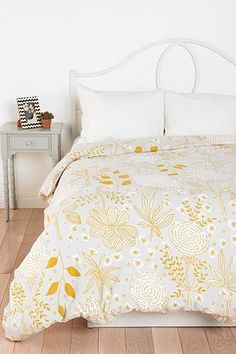 Plum & Bow Sketch Flowers Duvet Cover - Urban Outfitters