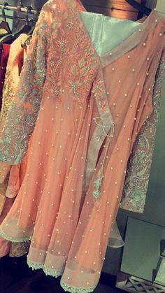 Cloths Pakistani Outfits, Indian Outfits, Trajes Pakistani, Simple Dresses, Beautiful Dresses, Short Frocks, Kurti Styles, Pakistan Fashion, Girls Dresses