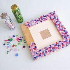 40 Beautiful DIY Photo Frame Ideas to Use in Special Moments – Bored Art - diy kids crafts Diy Photo, Cadre Photo Diy, Cadre Diy, Popsicle Stick Crafts, Craft Stick Crafts, Paper Crafts, Diy Home Crafts, Crafts For Kids, Sewing Crafts