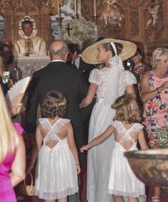 La novia a su llegada a la iglesia #novia con #pamela