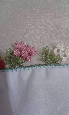 Beaded Floral Needle Lace Pattern on Holiday Writing Edge - Knitting Crochet Unique, Sheep Tattoo, Hobbies And Interests, Tatting Lace, Needle Lace, Lace Making, Floral Lace, Needlework, Diy And Crafts