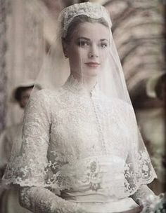 April American actress Grace Kelly marries Prince Rainier of Monaco. Photo: Princess Grace in her wedding dress, a gift from the MGM studio, designed by Academy Award Winning Costumer Helen Rose. Helen Rose, Princesa Grace Kelly, Grace Kelly Wedding, Grace Kelly Style, Kate Middleton Wedding Dress, The Bride, Bride Groom, Royal Weddings, Royal Wedding Dresses