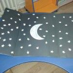 Moon craft idea for kids The other side of the moon Tommy is an astronomy lover. He wonders about the other side of the moon. Sun Crafts, Space Crafts, Crafts For Kids, Astronaut Craft, Stars Craft, Rainbow Crafts, Wordpress Theme, Worksheets, Coloring Pages