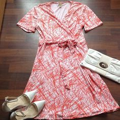 🆕Dress 95%Polyester 5% Rayon faux wrap dress 2x 16/18 dress is orange and white Boutique Dresses