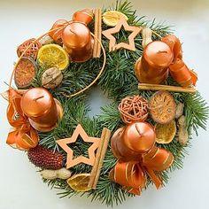 Adventní věnec (TIP ZC CS) Coastal Christmas, Christmas Wreaths, Christmas Decorations, Christmas Ornaments, Holiday Decor, Fruits Decoration, Advent Candles, The Birth Of Christ, Advent Wreath