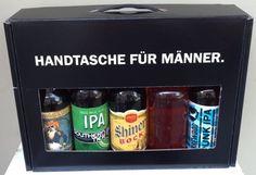 HANDTASCHE für Männer 5 er Bierkasten für 5 x 330 oder 355 ml Longneck Flaschen aus Karton Shops, Beverages, Drinks, Ipa, Manners, Liquor Cabinet, Beer Funny, Alcohol, Paper Board