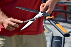 Learn how to sharpen garden tools and how to clean garden tools with Fiskars. Get the most out of your tools with our garden tool maintenance guide!