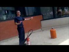 Bombero de Valencia, demostracion de extintor con bombona de butano - YouTube