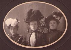 VICTORIAN CABINET PHOTO FASHION DRESSED LADIES IN FEATHER HATS O.H. HUSZAGH CHG.