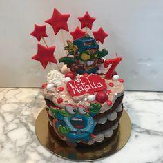 Tarta choco-latte superhéroes. Latte, Birthday Cake, Cupcakes, Desserts, Food, Fondant Cakes, Lolly Cake, Homemade Recipe, Candy Stations