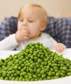 Learn how to teach your little one to eat solid foods