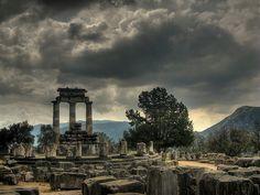 Oráculo de Delfos, el Ombligo del Mundo. | rincondelpasado | #PadreMedium  #GuardianAngelReading